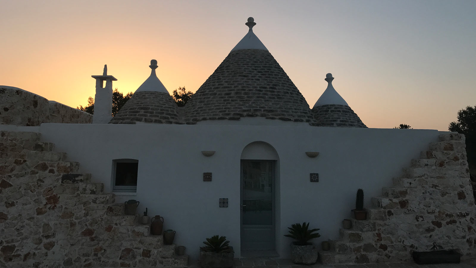 Luxury 6 bedroom holiday accommodation sleeps 12 in Puglia